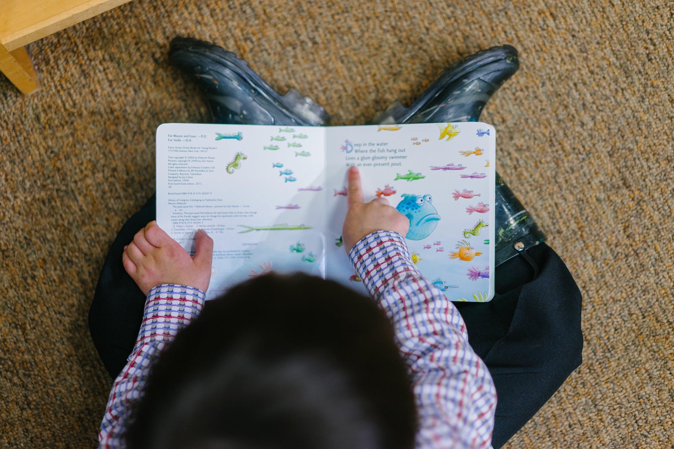 Crianças ler