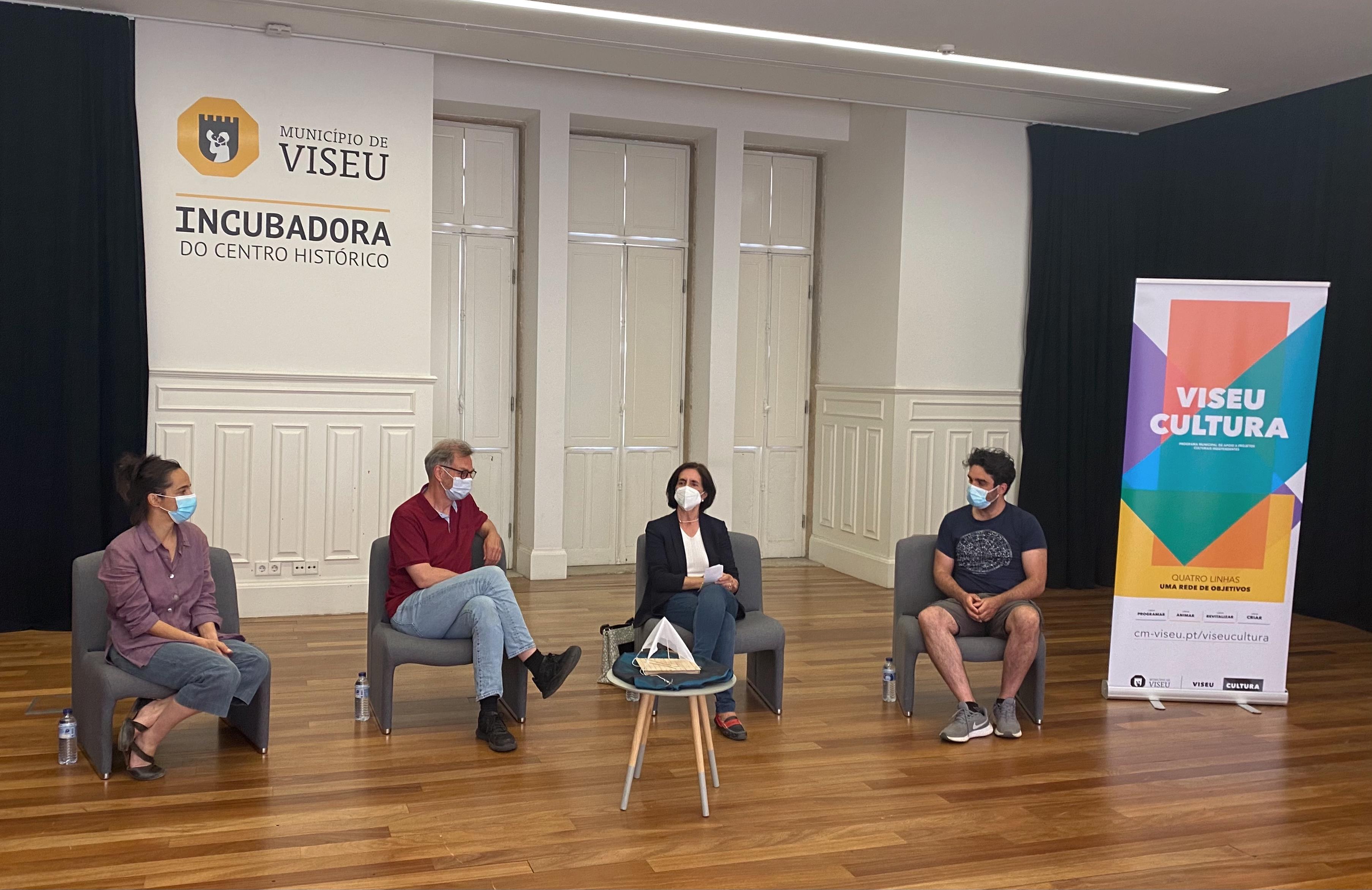 exposição Diálogos Nicho associação cultural