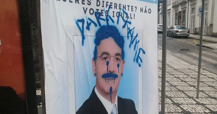 cartaz-vandalizado-il-13-09-2021