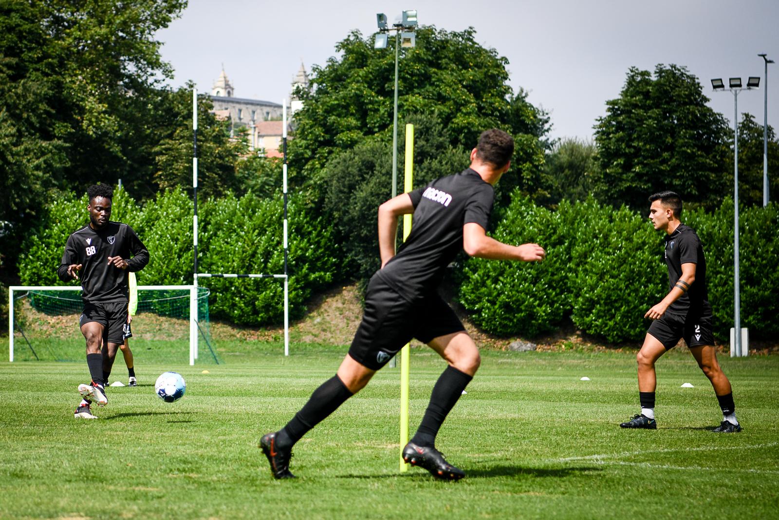 Académico de Viseu treina no campo 1º de Maio em Viseu